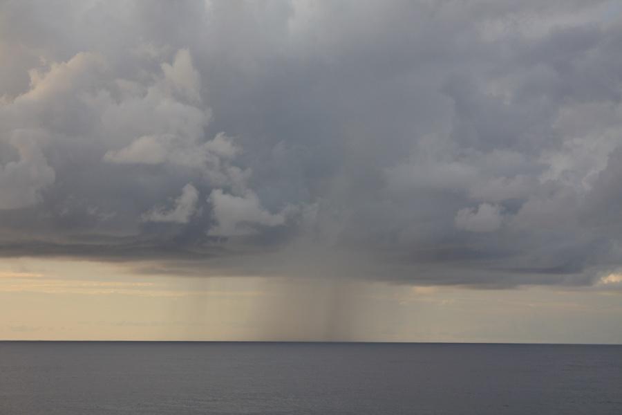 下雨撑伞古风意境图