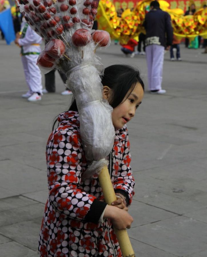 卖糖葫芦的小女孩