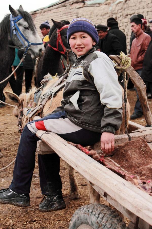 〔骆&驼作品〕巴扎上的维吾尔族小男孩—大众摄影网