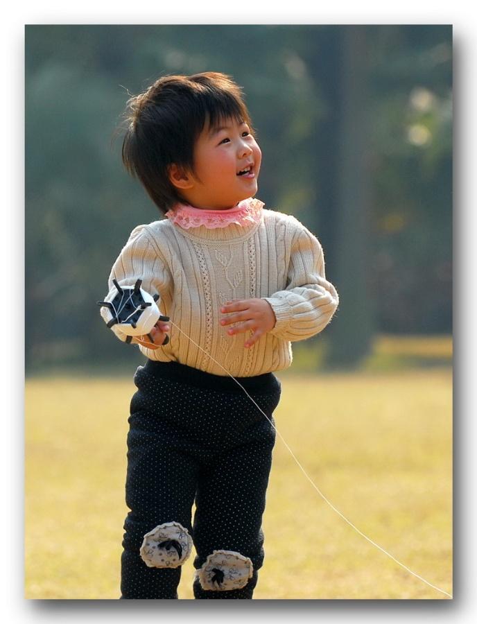 〔天山松作品〕放风筝的小女孩—大众摄影网
