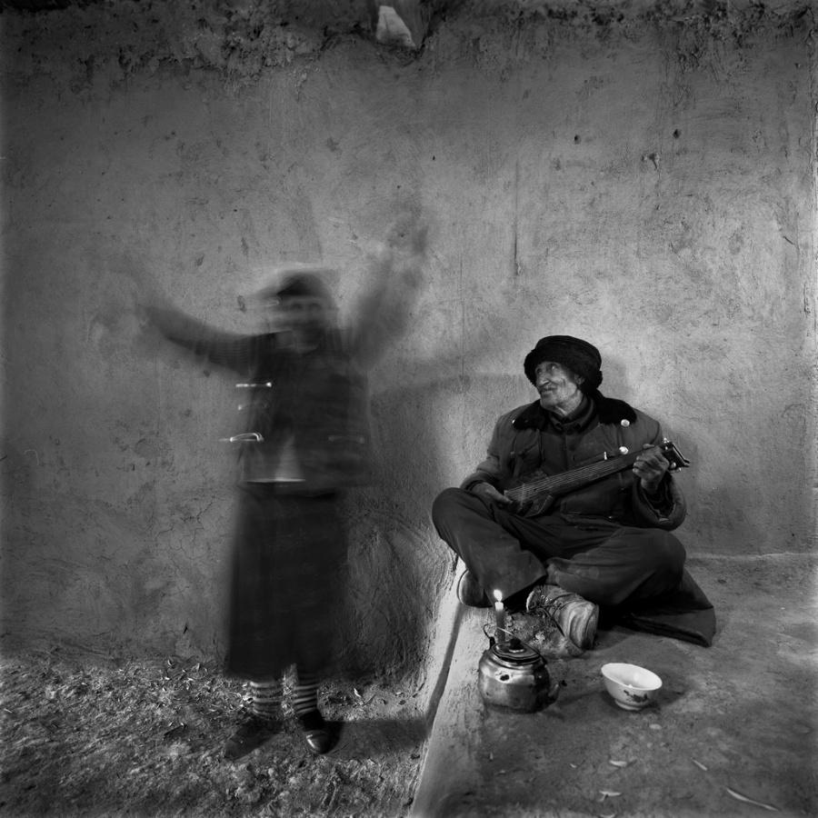 〔李泛作品〕塔吉克妇女生活肖像组照之十一—大众