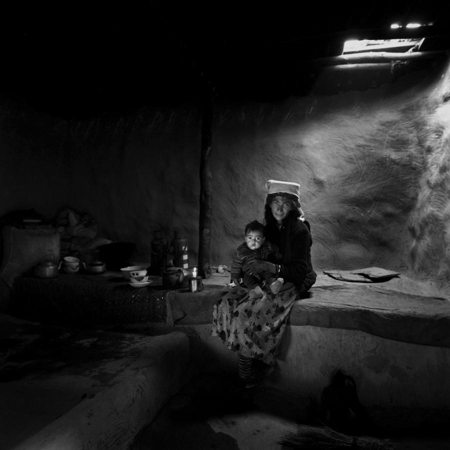 〔李泛作品〕塔吉克室内妇女生活肖像组照之一—大众