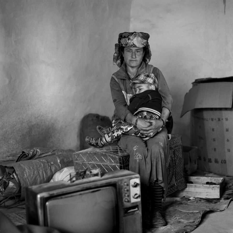 〔李泛作品〕塔吉克室内妇女生活肖像组照之七—大众