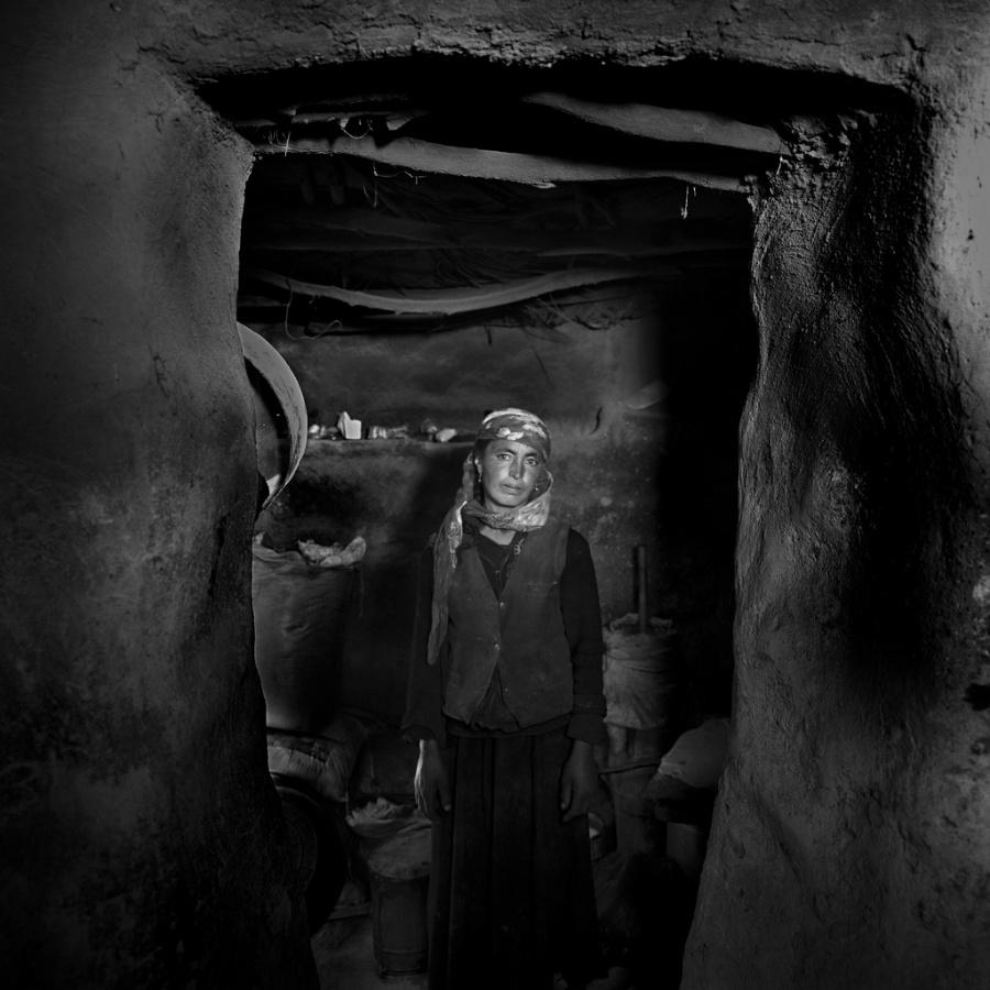 〔李泛作品〕塔吉克室内妇女生活肖像组照之九—大众