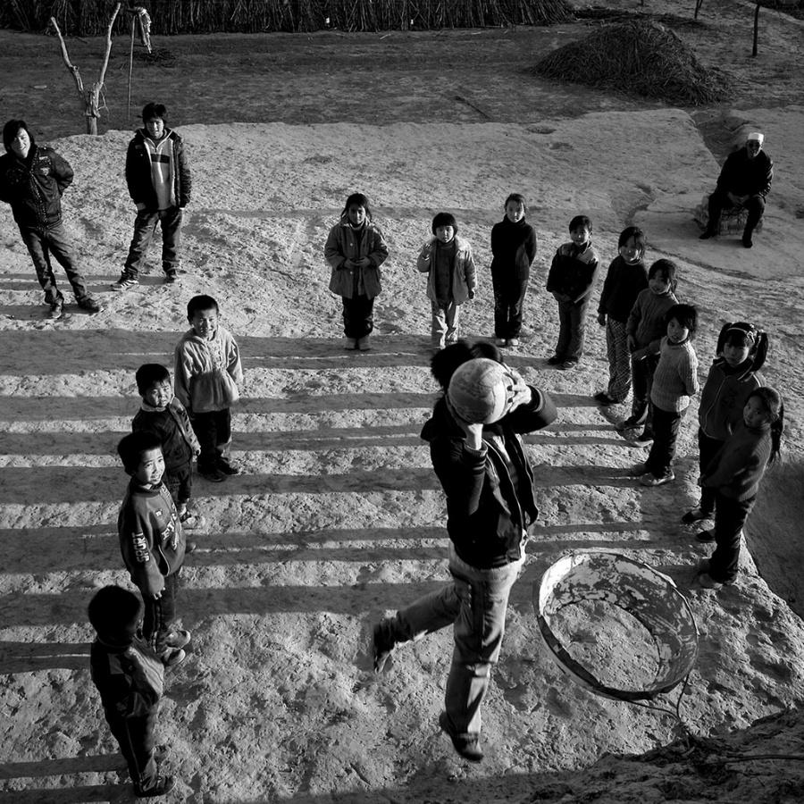 〔李泛文章〕西部儿童民间体育组照—大众摄影网