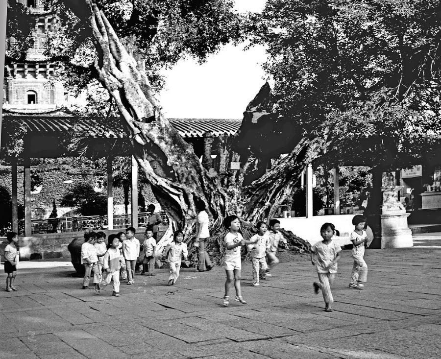 八十年代儿童照片; 【双周赛】