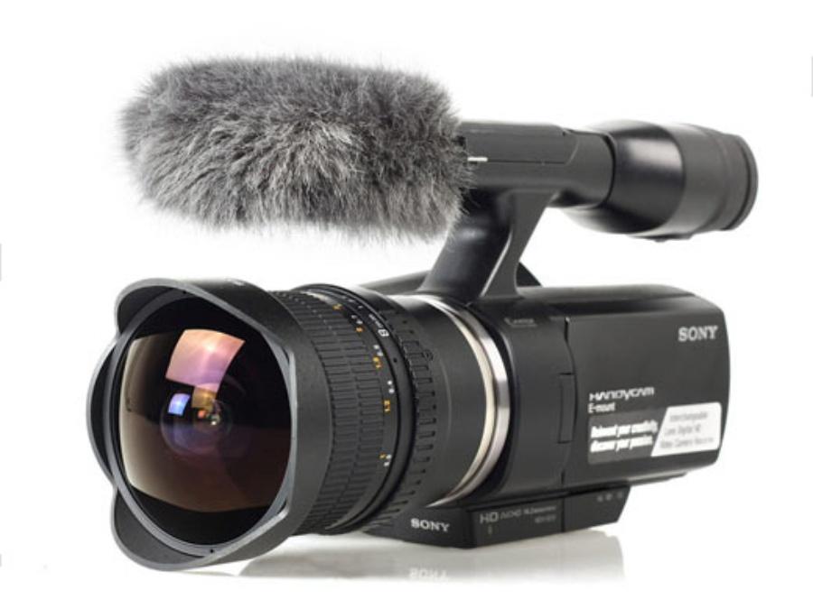 韩国光学品牌Samyang发布用于索尼摄像机NEX-VG10的8mm f/3.5鱼眼镜头。 8mm f/3.5 Fish-Eye CS VG10是一支手动对焦镜头,与用于摄影的同系列8mm鱼眼镜头结构相同,但对焦系统经过优化,手感更加顺滑。 同时,Samyang公司计划为NEX-3/5微单相机推出体积更小、经过重新设计的8mm f/2.